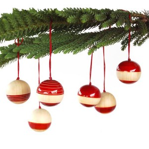 Baubles Red_Leaf Bkg 2 MOWeb