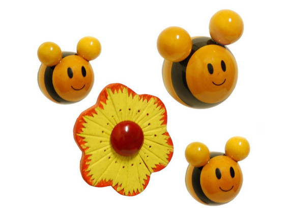 Buzzing Bees ( 3 bees + Flower) fridge magnet